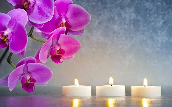 Candle-light-shine-and-purple-flowers.jpg